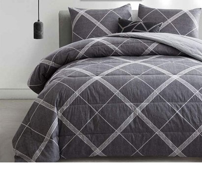 what is the difference between duvet and comforter